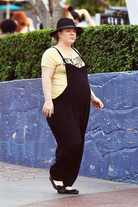 Kelly Clarkson, Is That You? Former 'American Idol' Singer