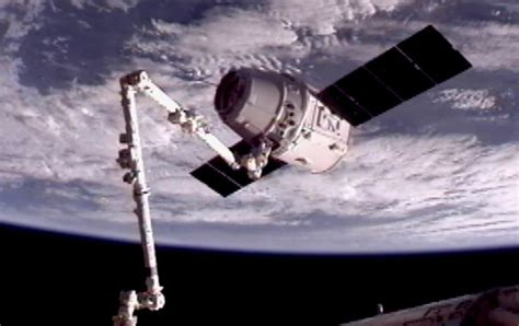 SpaceX Dragon successfully captured by International Space