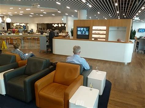 Lufthansa Reviews | Business Class Lounges | Pictures